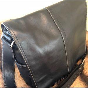 Coach leather crossbody/ messenger bag